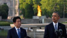 U.S. President Barack Obama (R), flanked by Japanese Prime Minister Shinzo Abe